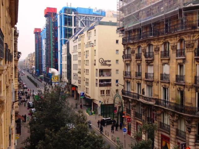 Le Quartier de l'Horloge connects Les Halles with Le Marais. Seen here on Beaubourg street with the famous Centre Pompidou.