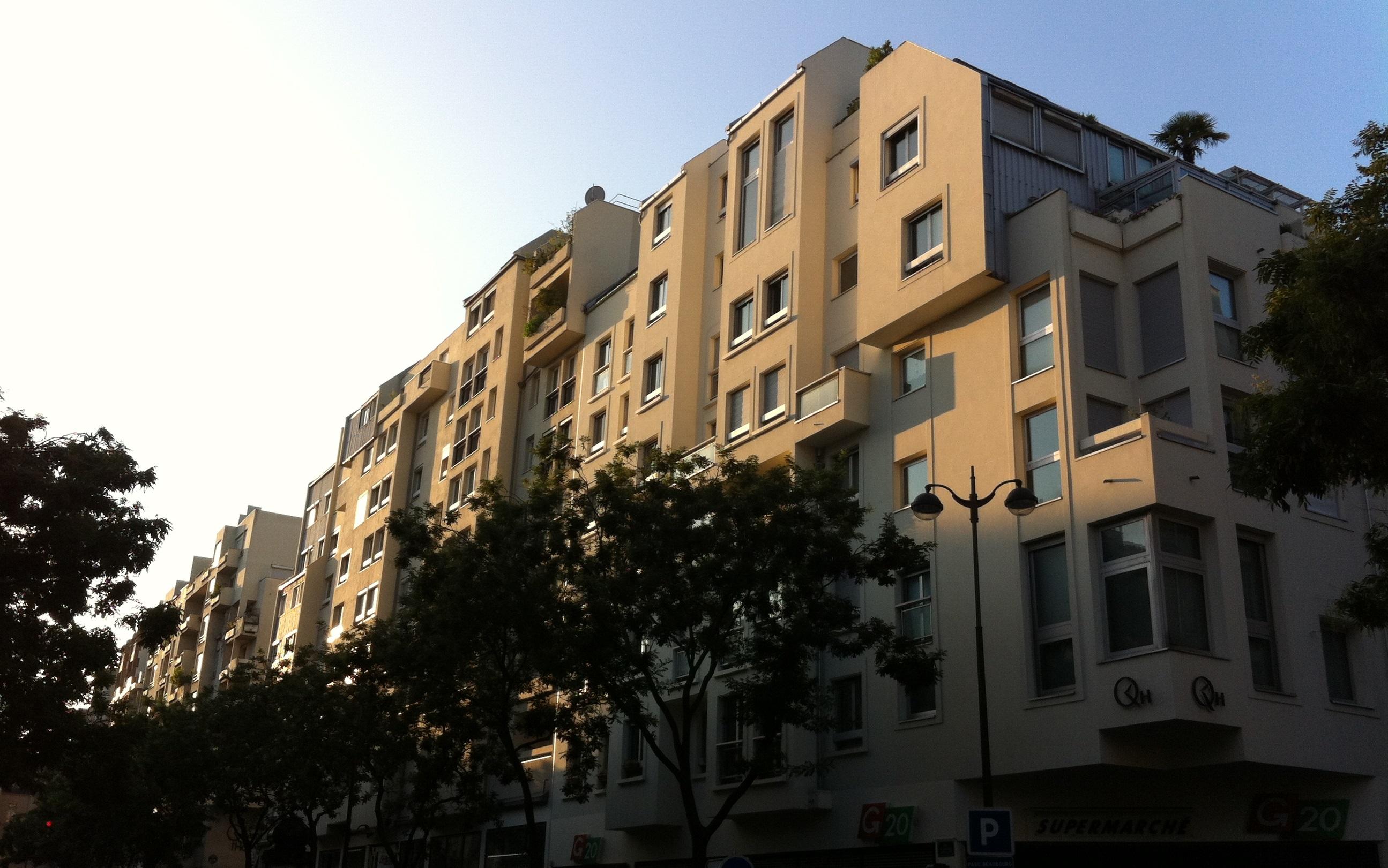 Le Quartier de l'Horloge, au lever du soleil, vu du carrefour rue aux Ours, Grenier Saint-Lazare et Saint-Martin.