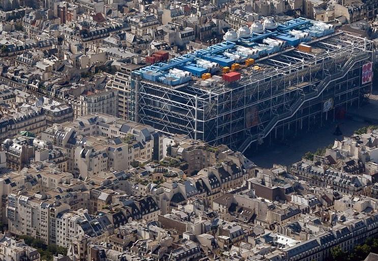 Le Quartier de l'Horloge au pied du Centre Pompidou.