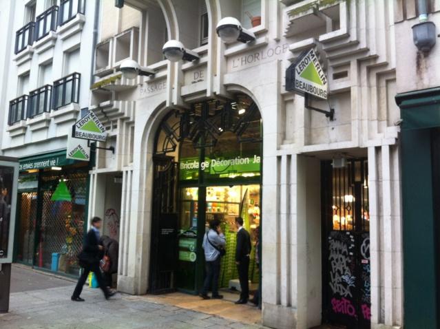 L'ancienne entrée du Passage de l'Horloge rue Rambuteau est devenue l'entrée du magasin Leroy Merlin Beaubourg.