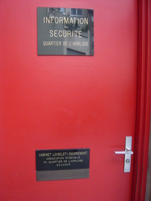 Porte des locaux de l'association syndicale libre du Quartier de l'Horloge (ASLQH)