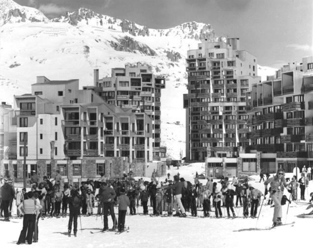 Station de ski, le Val Claret à Tignes, conçue à partir de 1965.  La grande soeur du Quartier de l'Horloge: une ville nouvelle à la montagne.