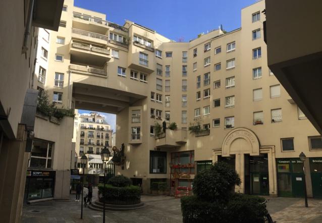 Le Quartier de l'Horloge a été réalisé au début des années 80 au moment où la législation sur les établissements recevant du public (ERP) et son Règlement de sécurité ont été modifié.