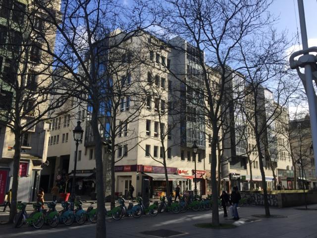 L'immeuble de rapport situé au 4 rue Brantôme à Paris accueille l'administration du CENTRE POMPIDOU. En 2017-18, PRIMONIAL acquiert, pour le compte de sa société d'investissement à capital variable (Sicav) EURO PREIM 2, un immeuble détenu depuis sa construction par la société UGIMAD appartenant à AXA (ex UAP). AXA reste propriétaire des parkings en sous-sol.