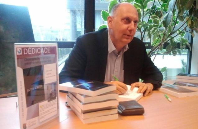 Chris Tobal dédicace Avril Cruel chez IBM