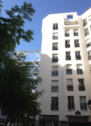 Avec plus de 2000 habitants et 800 personnes qui y travaillent le Quartier de l'Horloge ne compte qu'une poignée d'arbres.