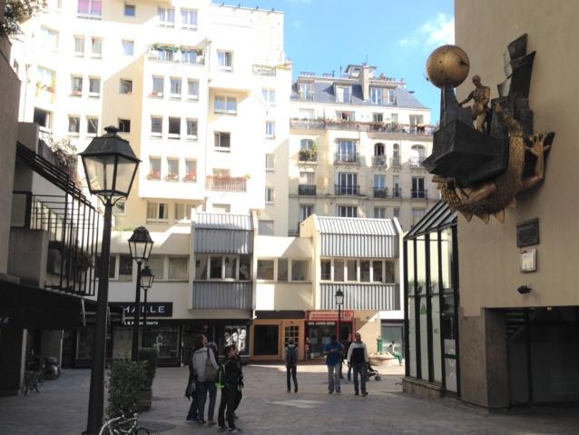 L'horloge de Monestier, symbole d'un nouveau quartier sur dalle à côté du Centre Pompidou.