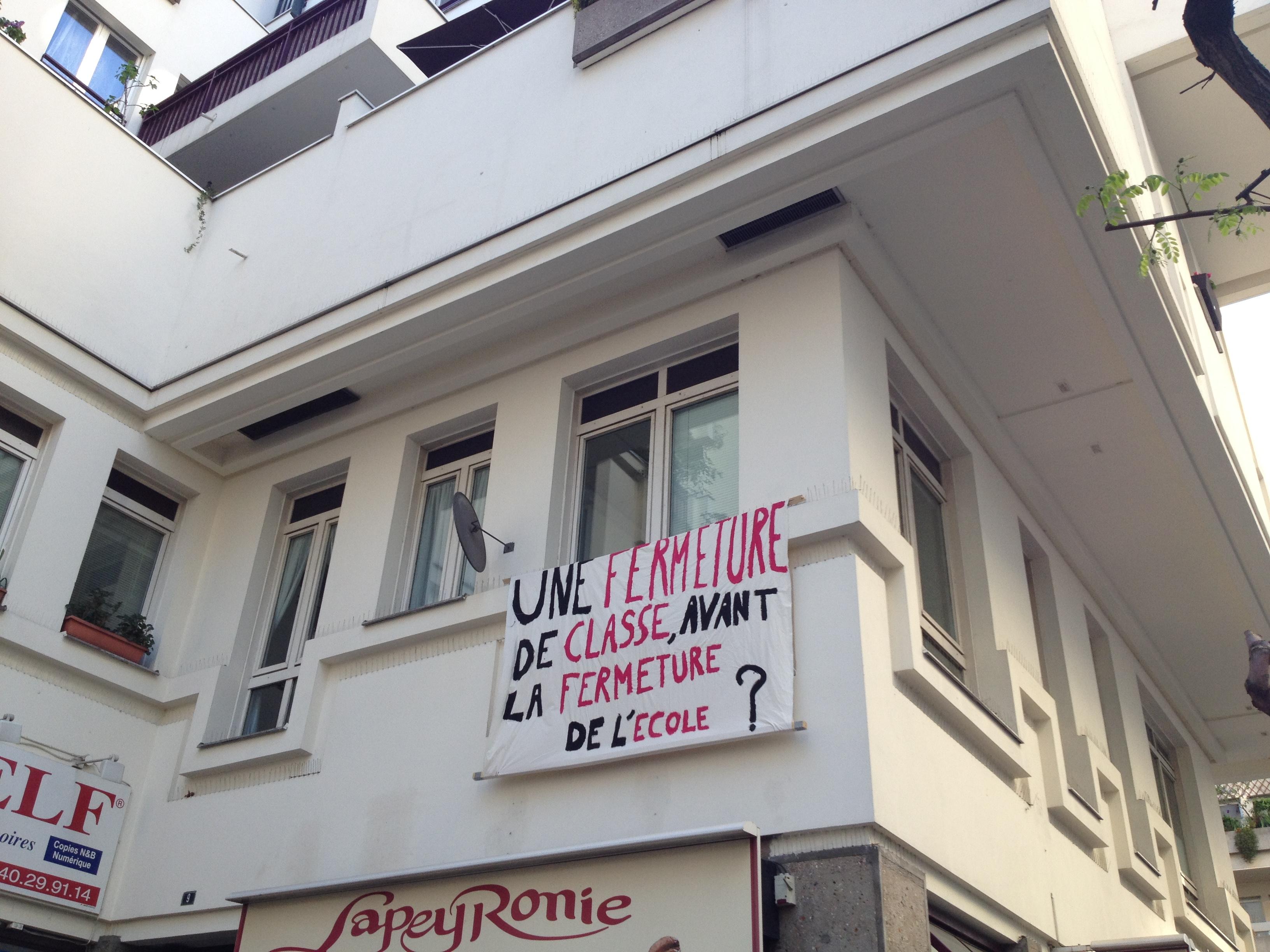 La fermeture d'une classe en 2017 a été le premier signal du désengagement de la Ville de Paris pour la continuité d'une activité scolaire dans le Quartier de l'Horloge. Les locaux sont actuellement mis à disposition de l'association COALLIA. Les charges pour les services de l'ASL QH ne sont pas appelées.